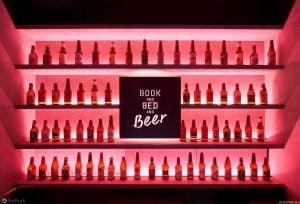 (Tabelada yazan:) Kitap, yatak ve bira. Başka içecekler de olmalı :)