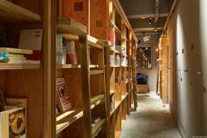 Tokyo Kyoto'da bulunan kitap temalı otel Japonca ve ingilizce dilinde kitaplar barındırıyor