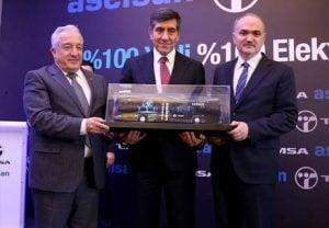Soldan Sağa: Orhan Akbaş (Türk Silahlı Kuvvetleri Güçlendirme Vakfı Müdürü) , Zafer Kurtul (Sabancı Holding CEO'su) ve Faruk Özlü (Bilim, Sanayi ve Teknoloji Bakanı)